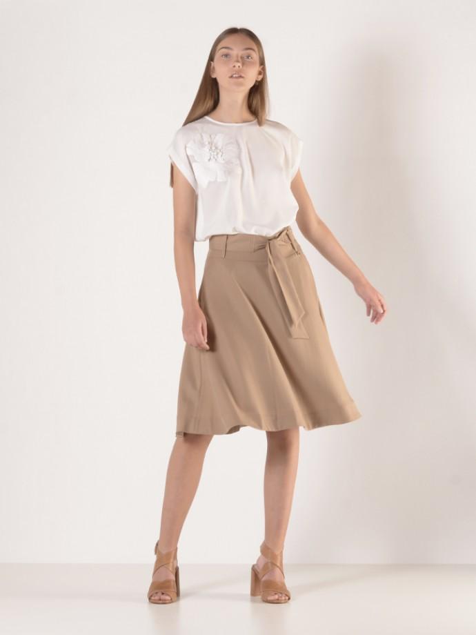 Skirt with tie belt