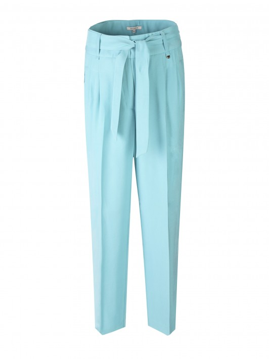 Chino trousers with crease.