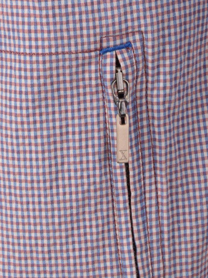 Blusão com padrão e fecho