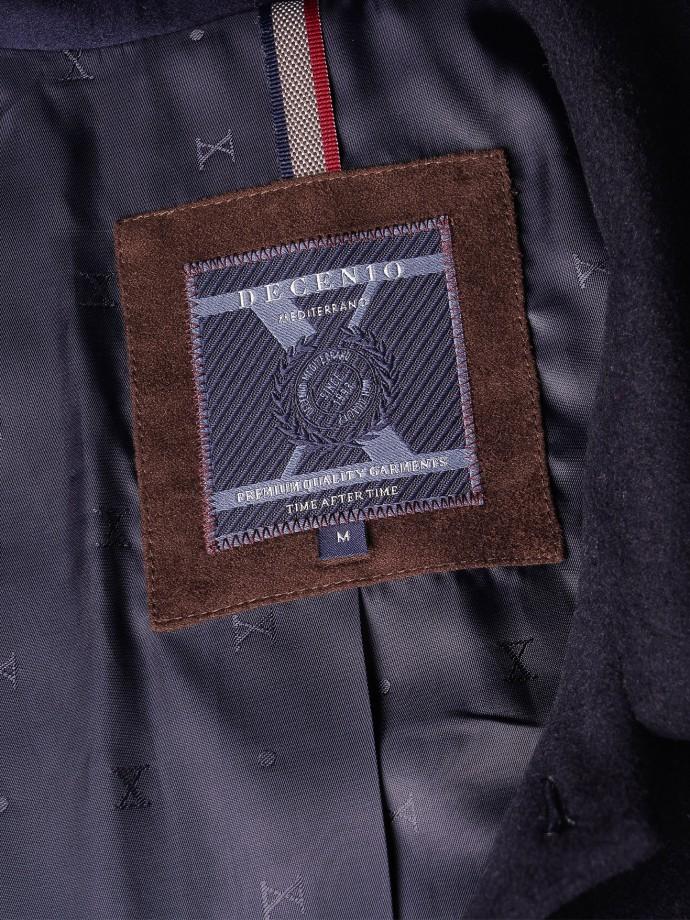 Coat with hidden buttons