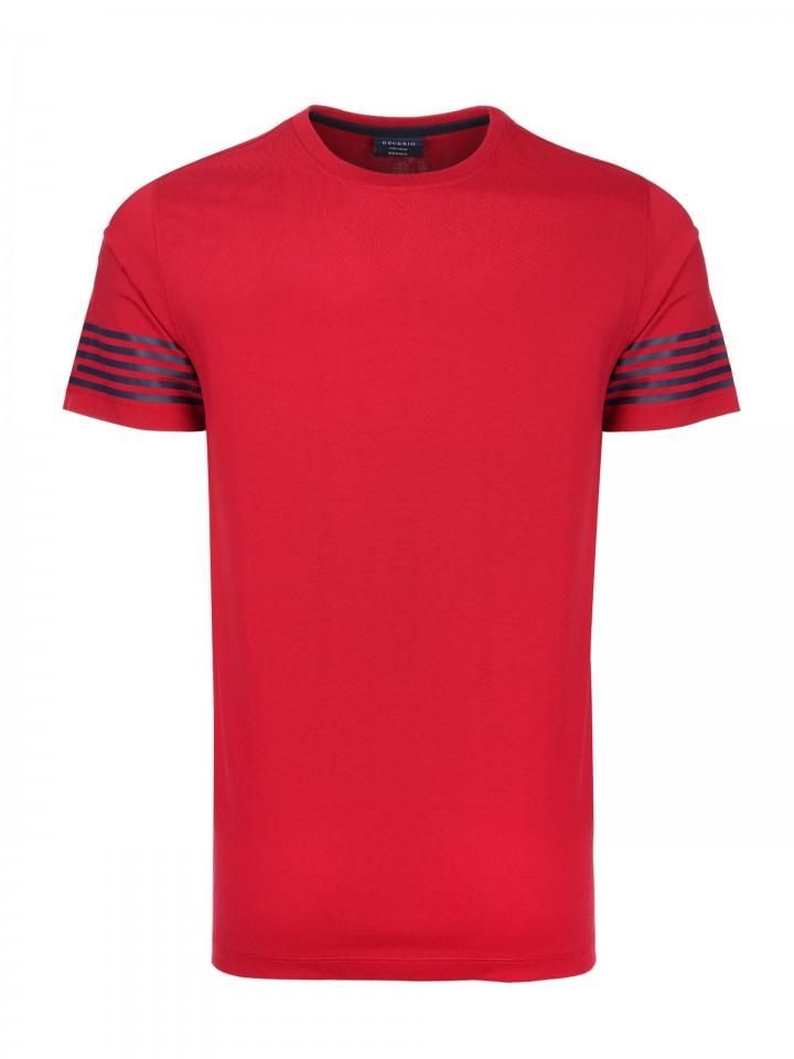 T-Shirt com detalhe de riscas