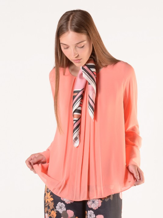 Long sleeve blouse with pleated detail