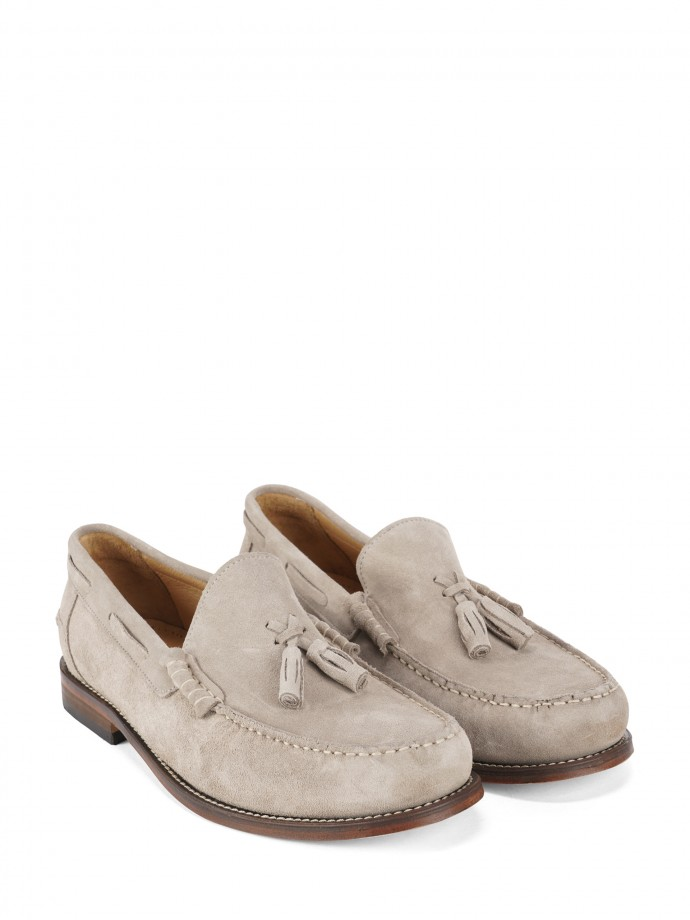 Shoes with tassels