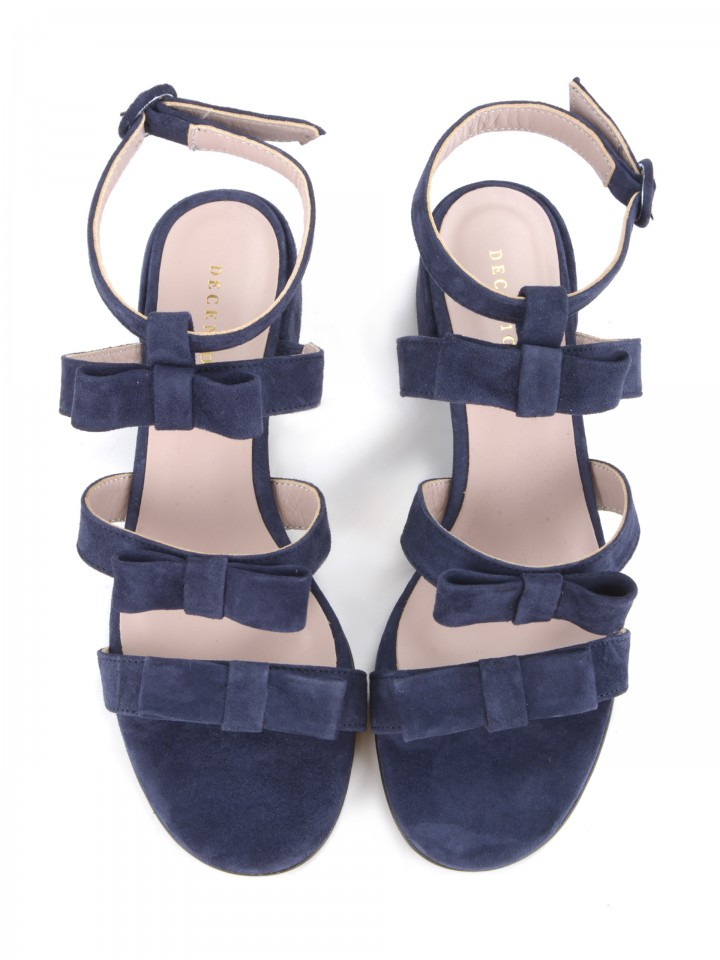 Sandals with bows