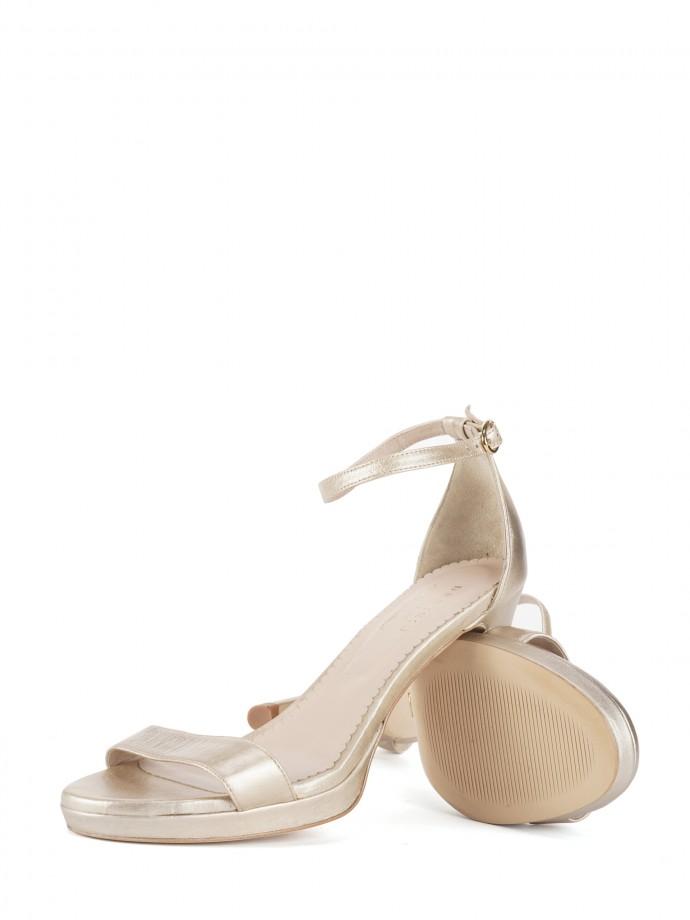 Sandalia en piel dorada