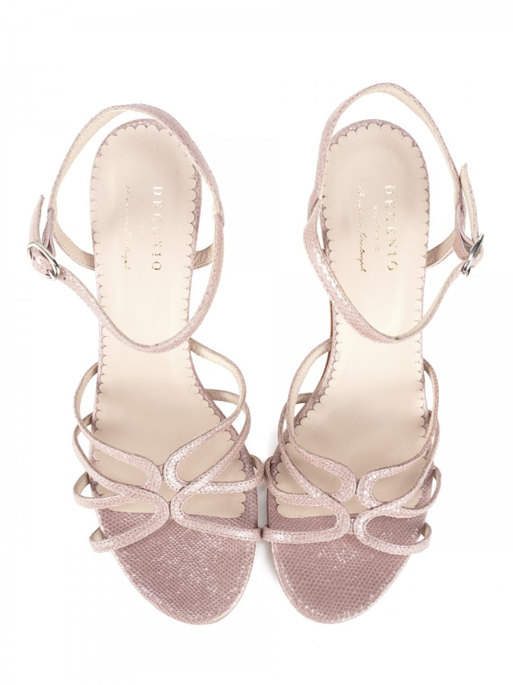 Leather sandal with gloss effect