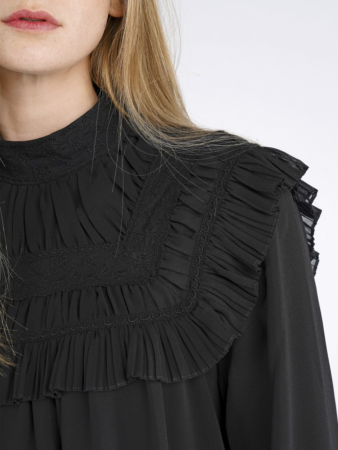 Blouse with embroidered details