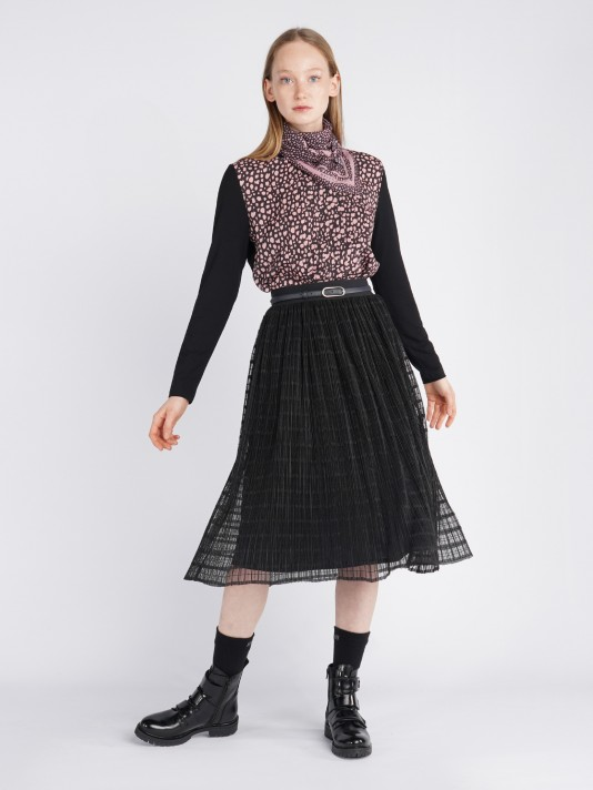 Laced and pleated skirt