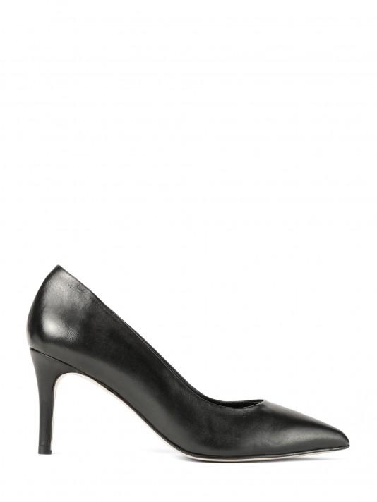 Sapato de tacão alto em pele