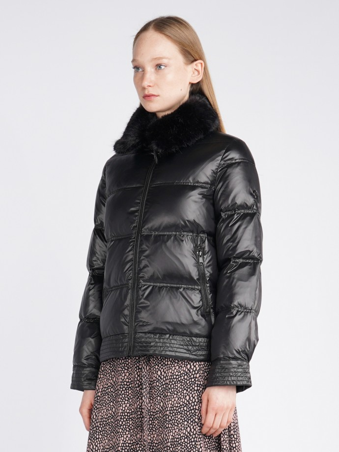Jacket with removable fur collar