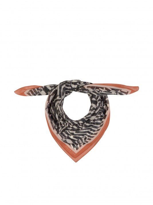 Scarf with ethnic motifs