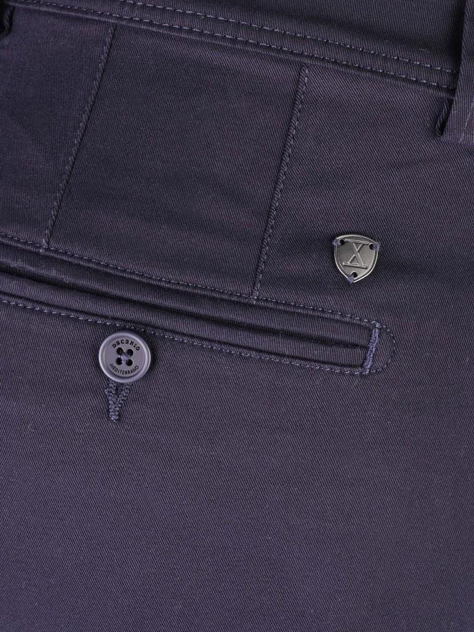 Pantalón chino regular fit pliegue