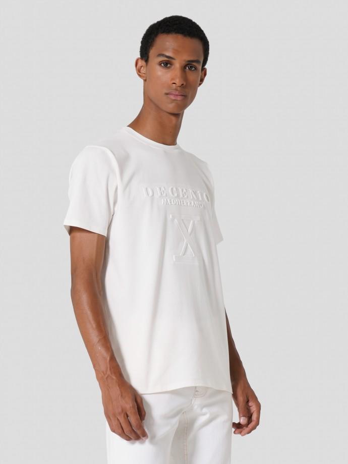 Camiseta con logo en relieve