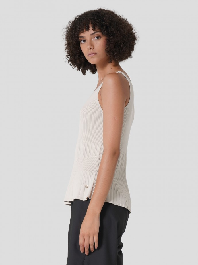 Mesh top with frills