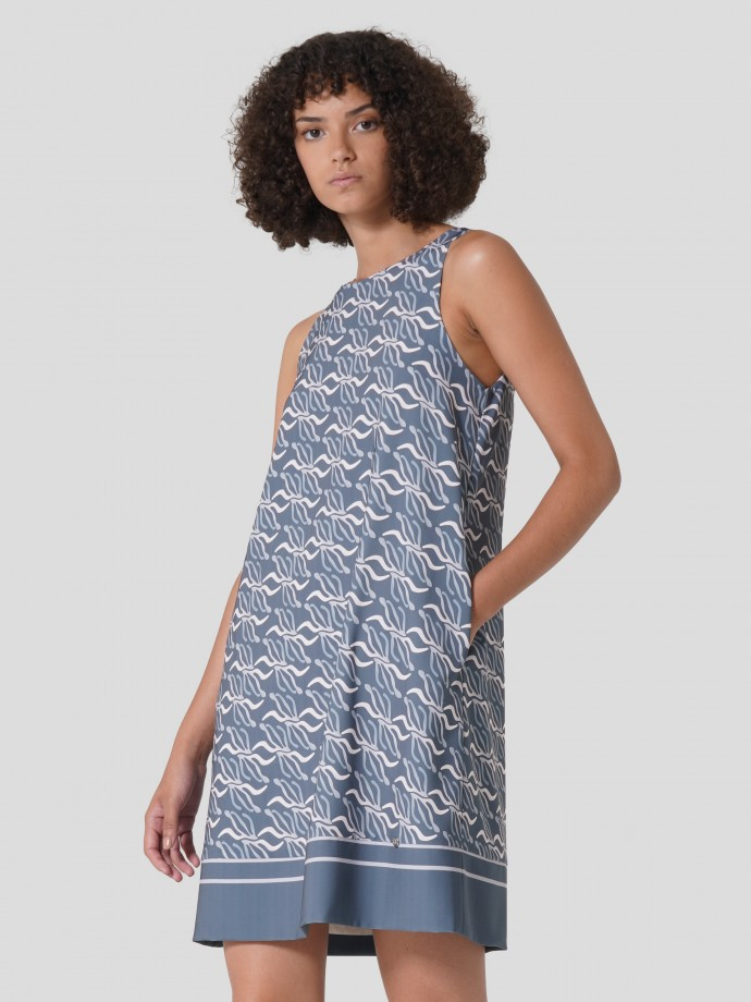 Short sleeveless dress with geometric print