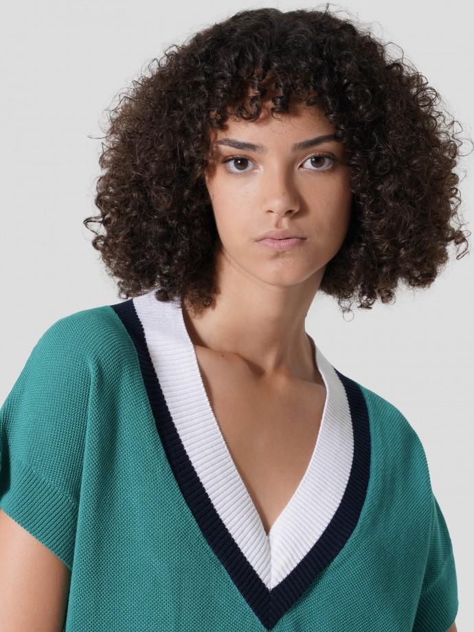 V-neck short sleeve sweater
