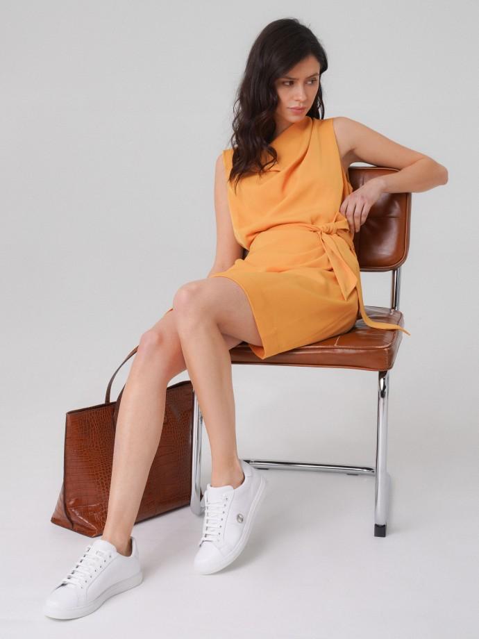 Sleeveless dress with belt