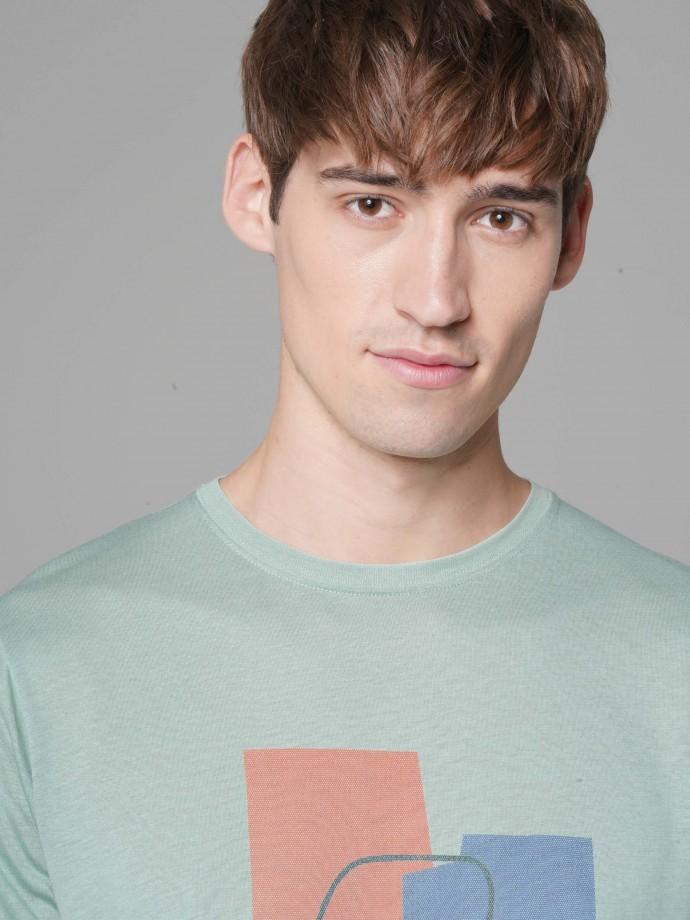 T-shirt com estampado gráfico