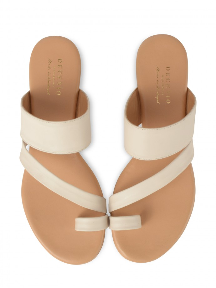 Toe sandal with straps