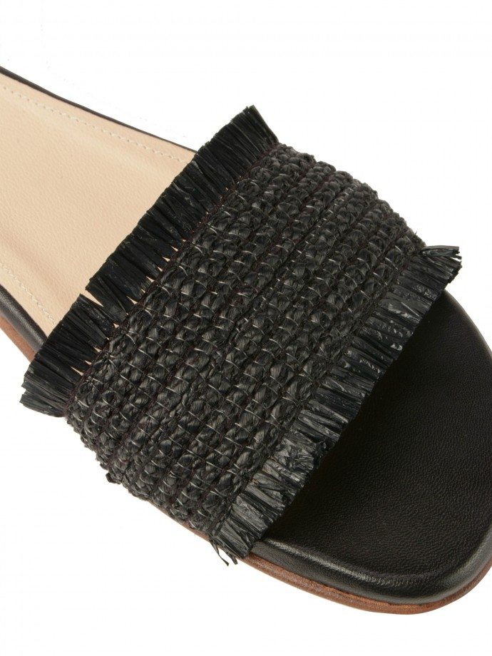 Leather sandal with raffia detail