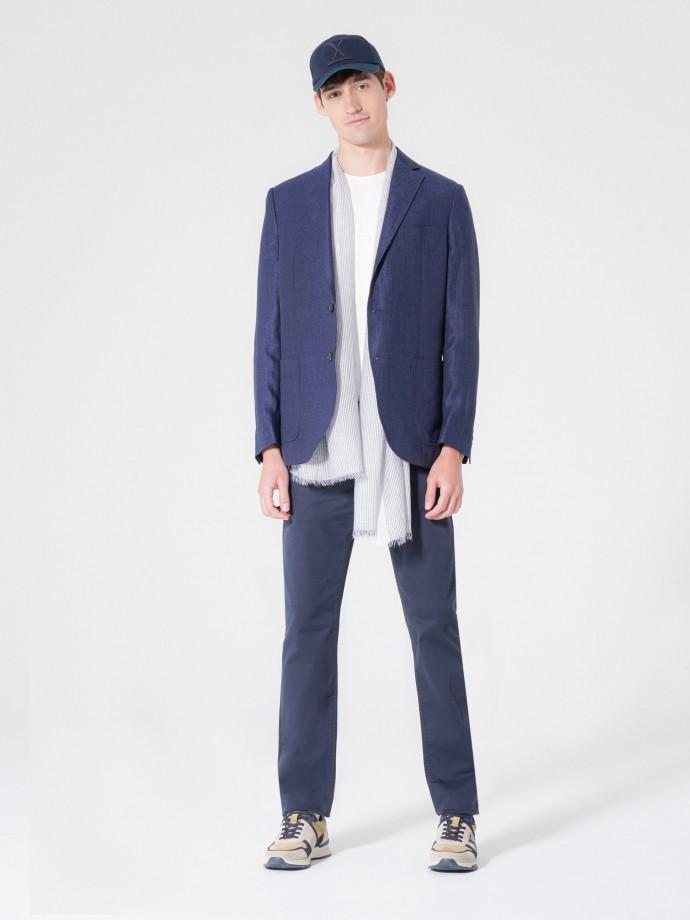 Pantalón cinco bolsillos con corte regular