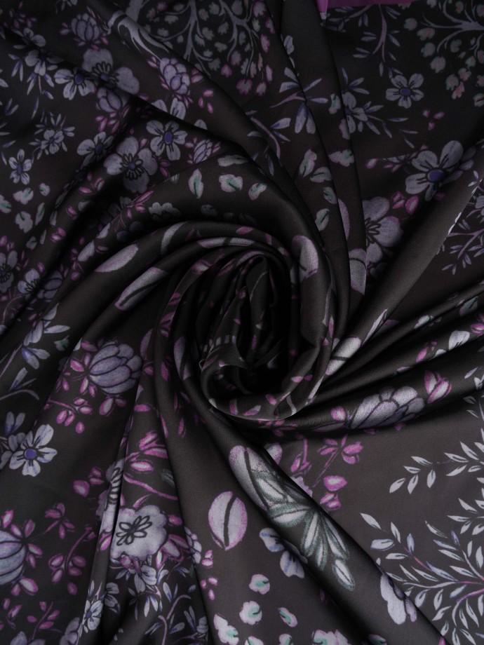 Lenço com motivos florais