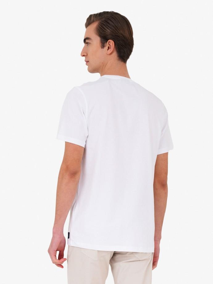 Camiseta con detalle de logo