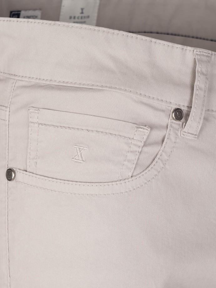 Calças cinco bolsos algodão stretch com estrutura