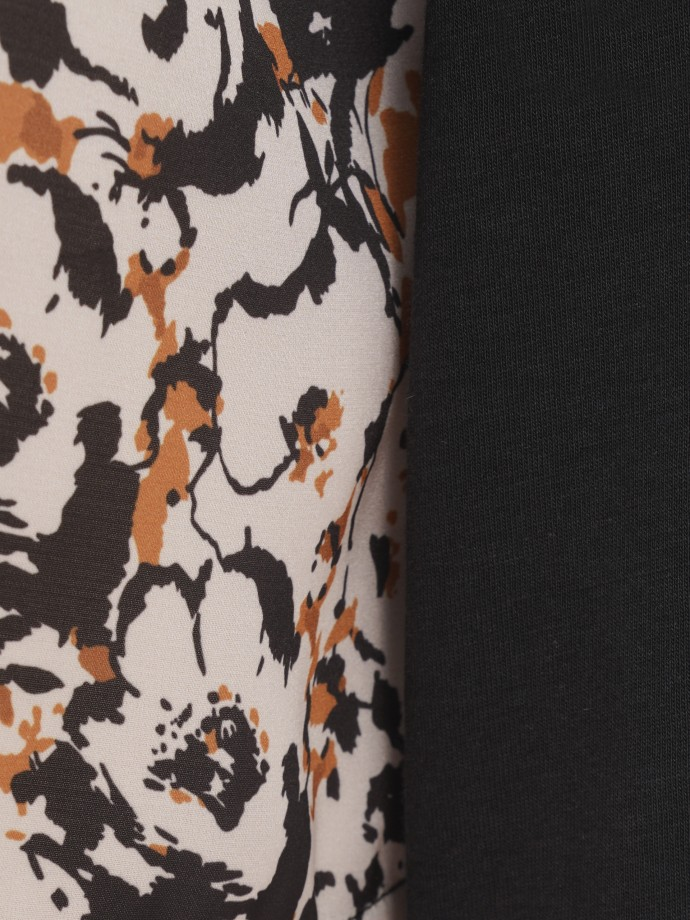 Camisola combinada com estampado floral