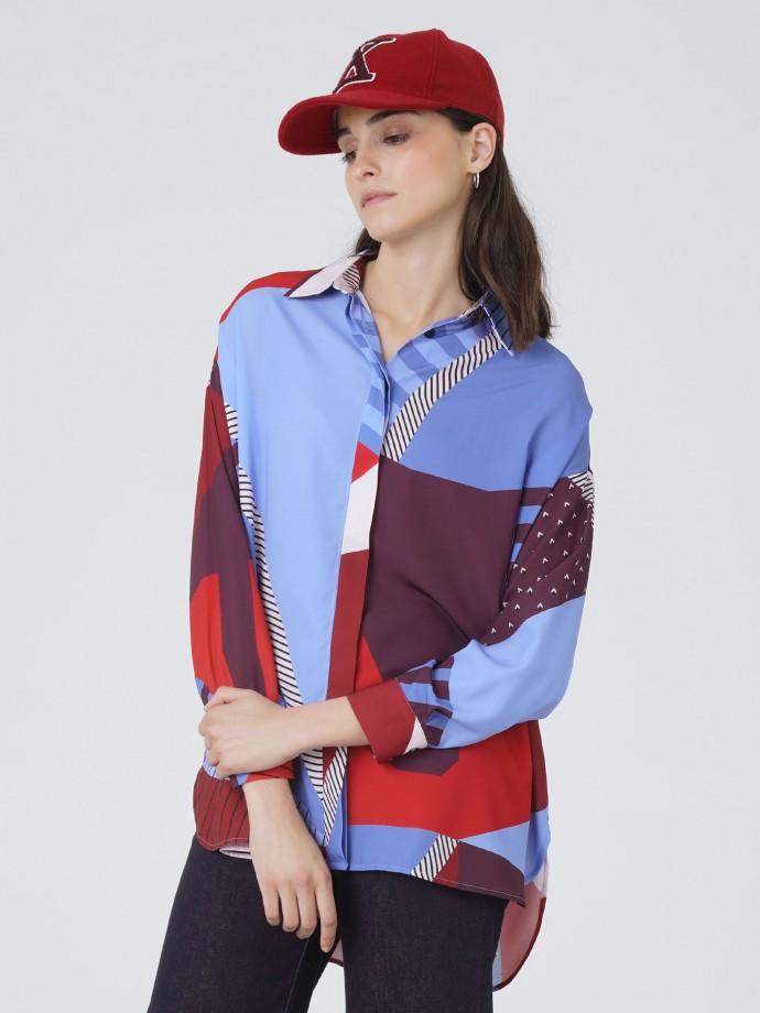 Camisa oversize com estampado geométrico