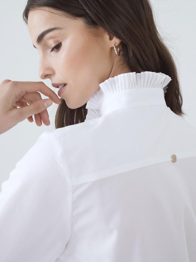 Camisa com detalhe de folho