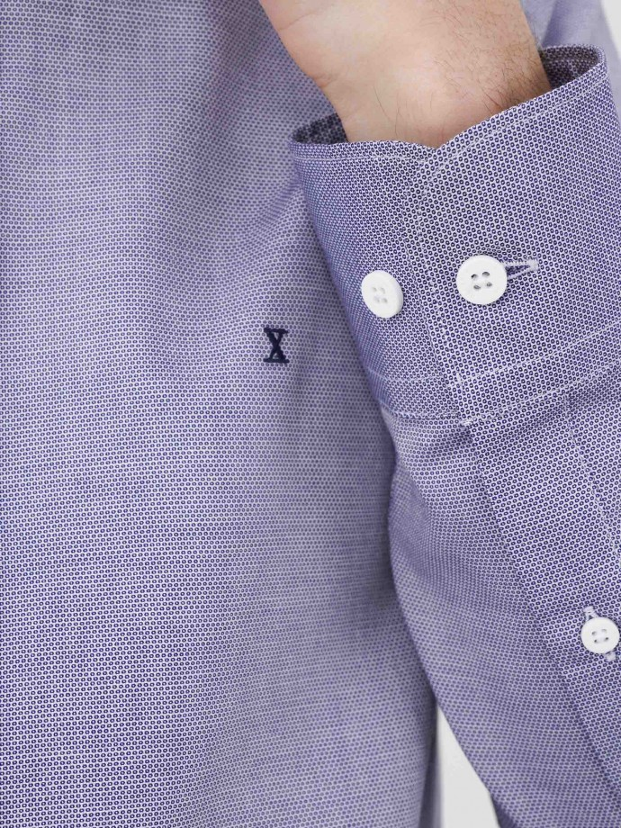 Camisa slim fit com micromotivos